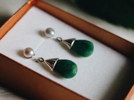2019-Earrings-Emerald-Teardrops